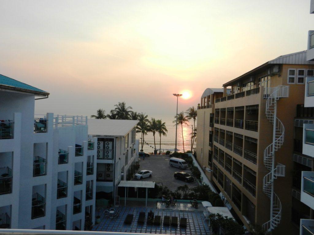 Вечер. Вид на Сиамский залив с балкона отеля