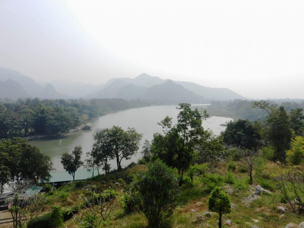 Река Квай. Вид с обзорной площадки у Буддийского монастыря.