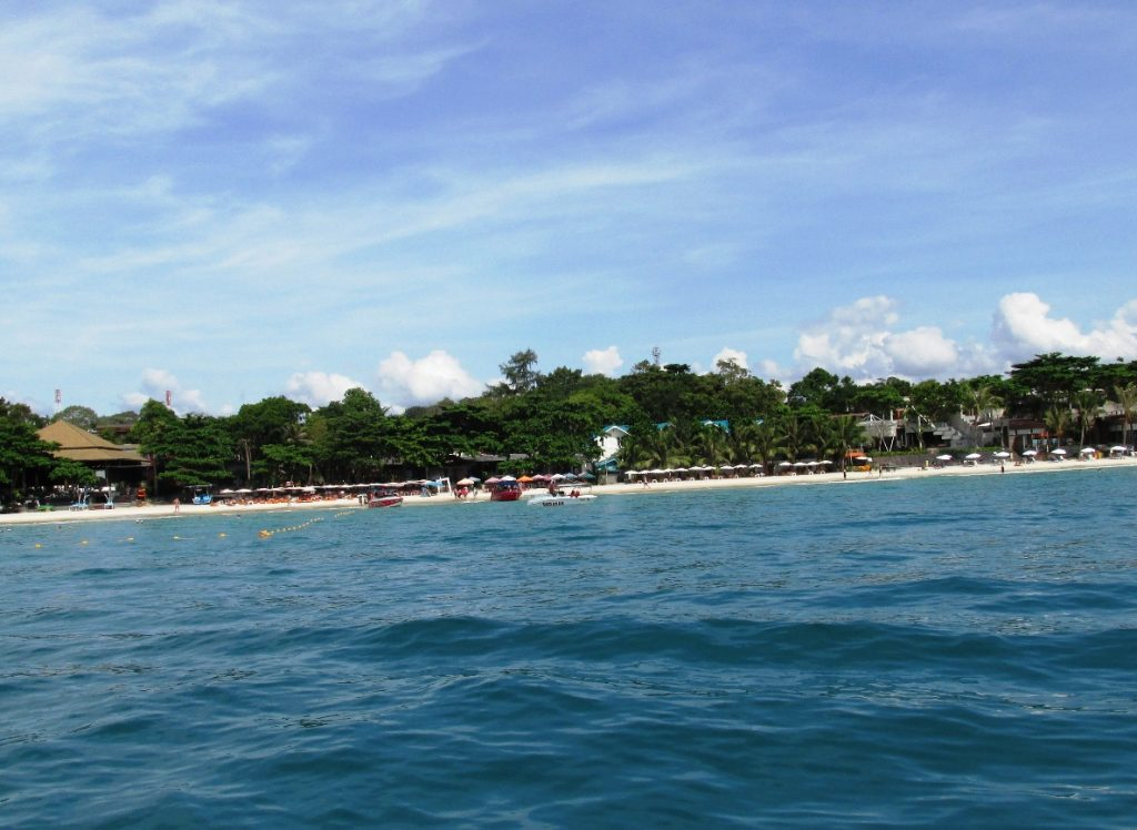 Пляж острова Ко Самет. Вид со скоростной лодки